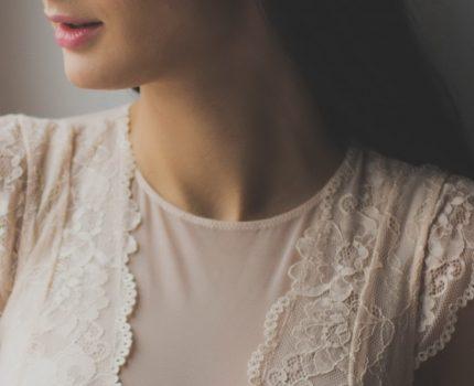 Dlaczego kobiety lubią koronkowe sukienki?