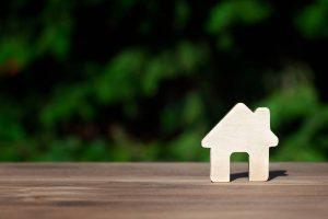 Jak się buduje domy drewniane?